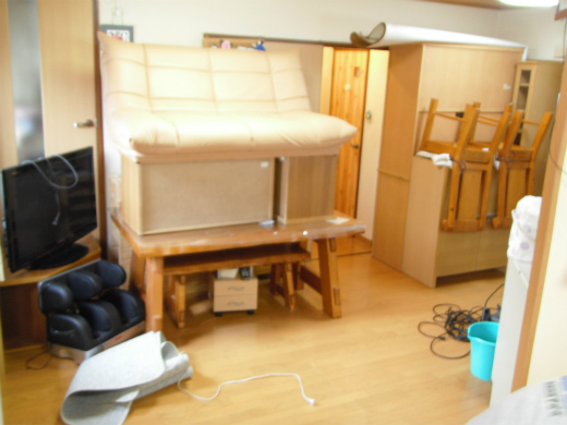家具・荷物移動の様子 フロアコーティング