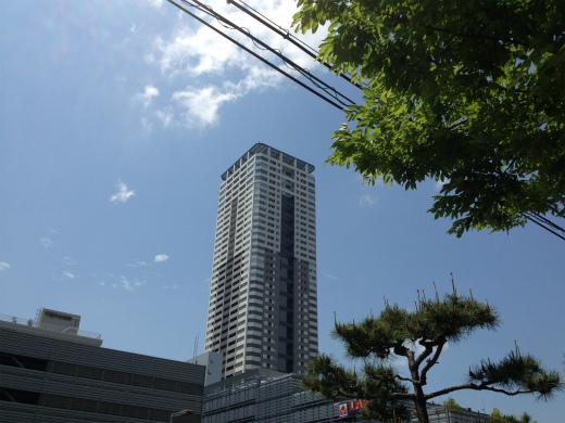 千里タワーへ